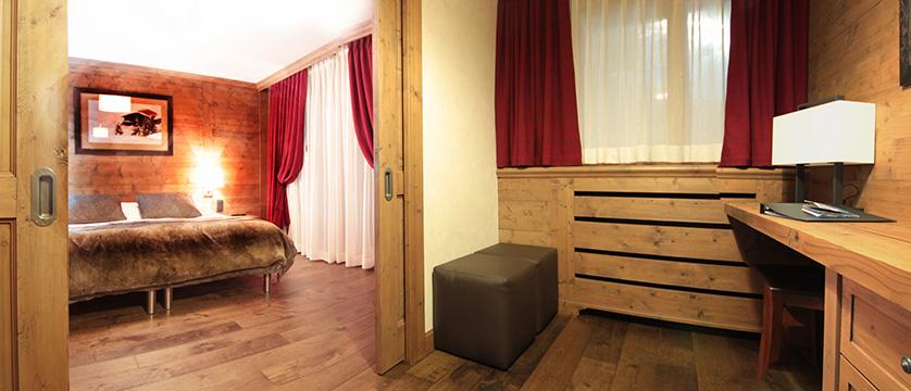 Hotel Les Champs Fleuris family room